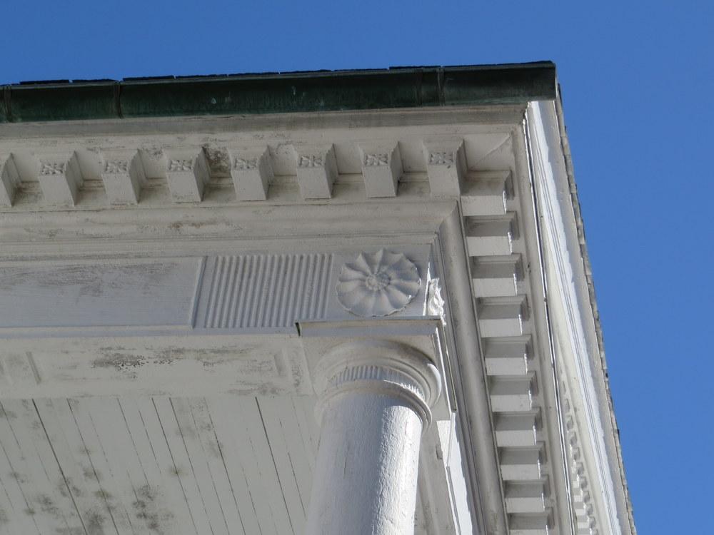 portico-corner.JPG