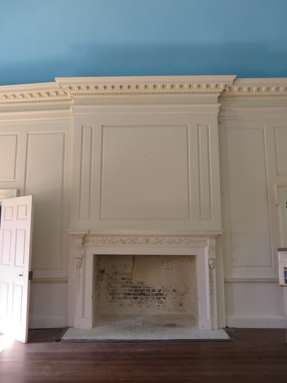 fireplace-longroom.JPG