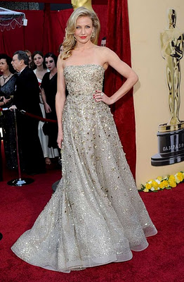Cameron-Diaz-Oscar-De-La-Renta-Gold-dress-Oscars-Academy-Awards.jpg