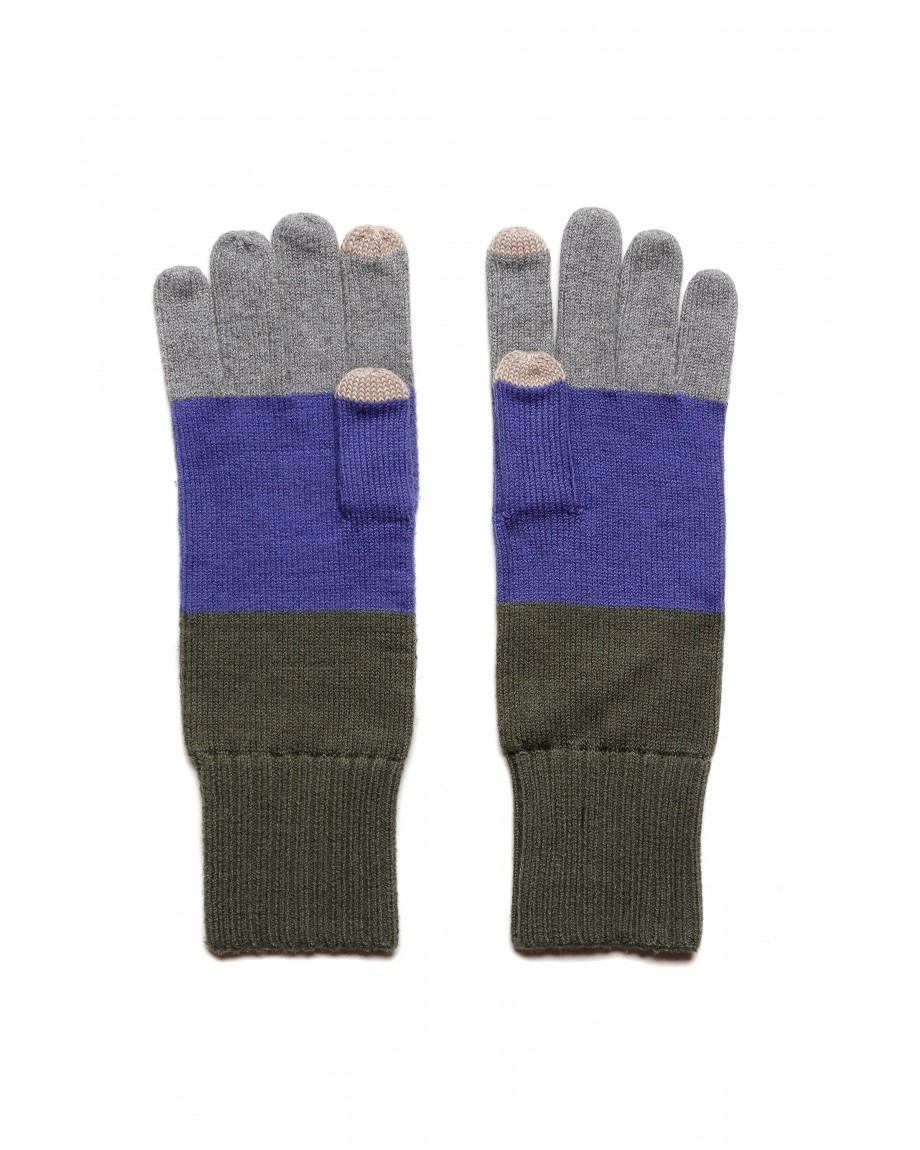 Gloves 3.jpg