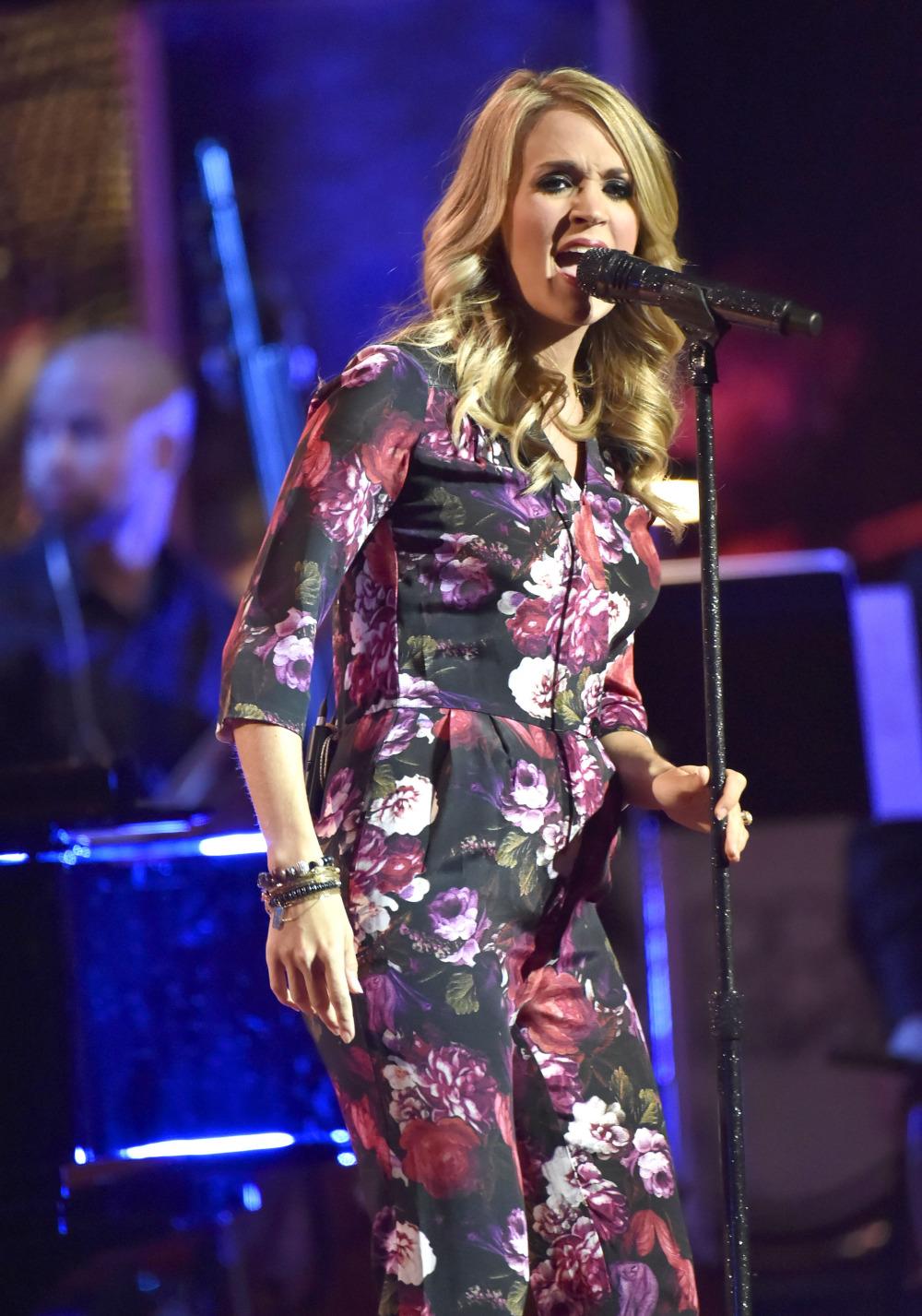 Carrie Underwood Pregnant.jpg