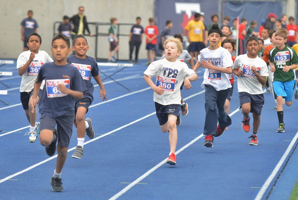 Running down the competition in the Boys U-10 400m.