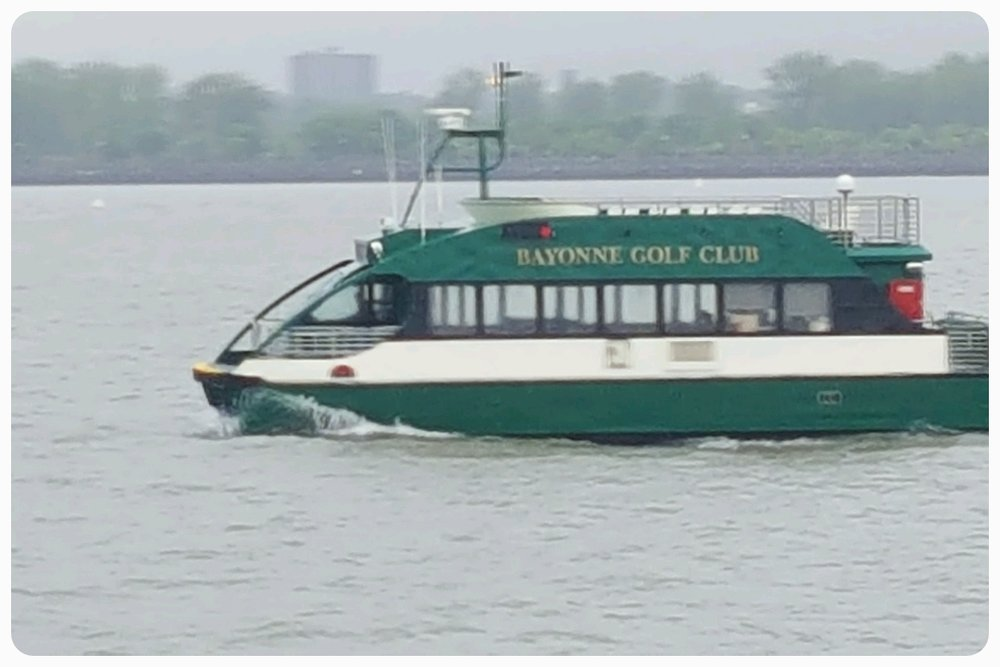 What golf club is in the Hudson River?