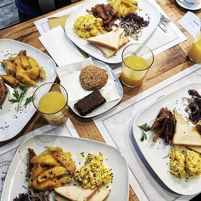 Brunch at @elk.bakery 🍳🇮🇹 #verona #italy #italia #travelgram #travel #traveling #instatravel #holiday #brunch #eggs #fwis #flatlay #ElkBakery #foodie #foodporn