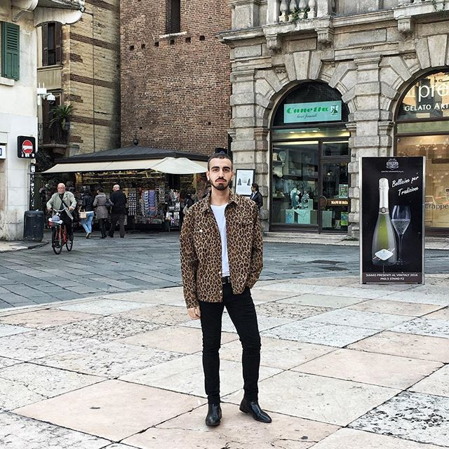 When you're so happy with your purchase you wear it immediately out the store #fashion #instafashion #style #ootd #wiwt #menswear #menstyle #mensfashion #fblogger #travel #travelgram #traveling #instatravel #verona #italy