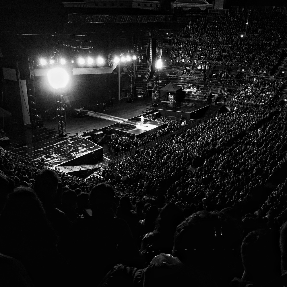 verona adele may 29 arena di verona black and white