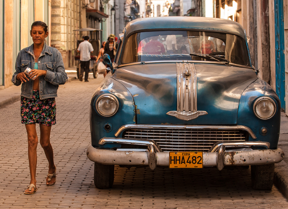 Vintage models — side by side in Old Havana.