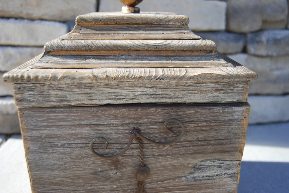 CASSANDRA WOOD BOX