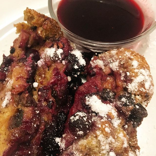Baked Blackberry/blueberry bread pudding French toast..... blue black syrup. #carimabey #brunch #brunchnyc #frenchtoast