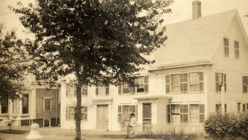 The Museum building in the early 20th century, viewed from the south side of the street.