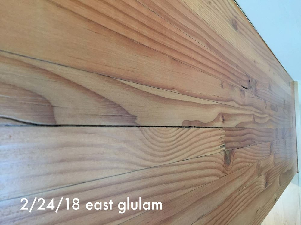 022418 split in east face of east glulam.JPG