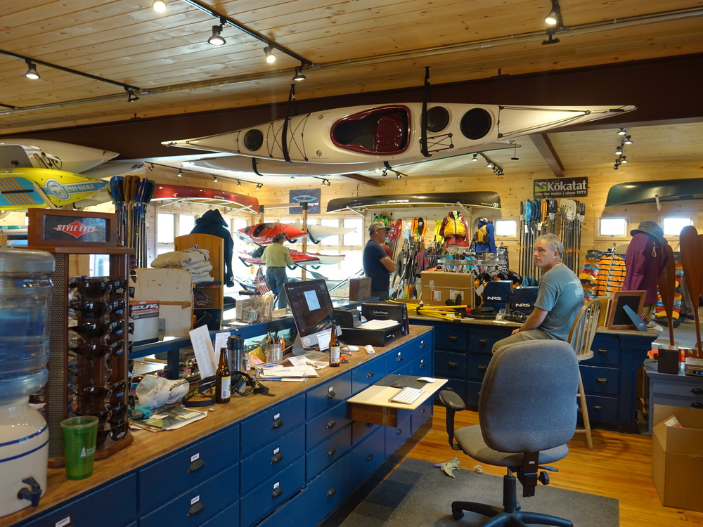 Newbury Kayak hosts Lincoln Showroom