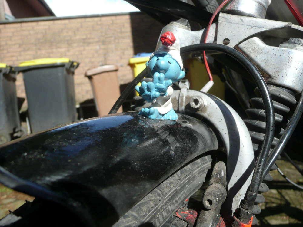 Die Kühlerfigur ist fertig montiert / the 'radiator' mascot at it's place