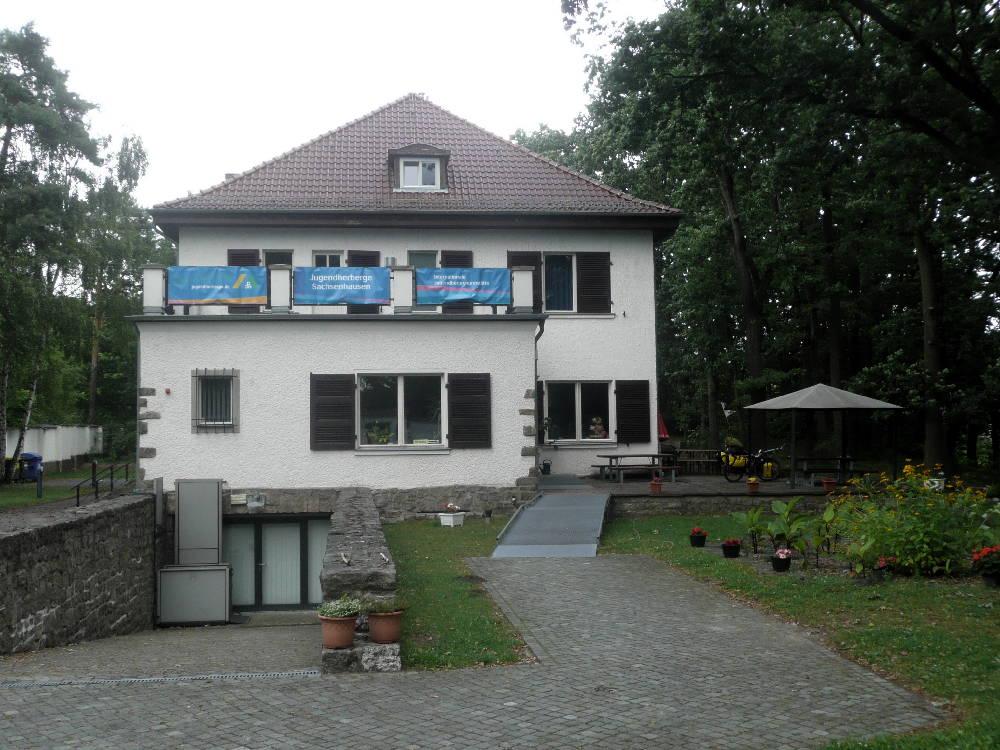 Das ehemalige Wohnhaus des Lagerverwalters - jetzt Begegnungsstätte und Jugendherberge