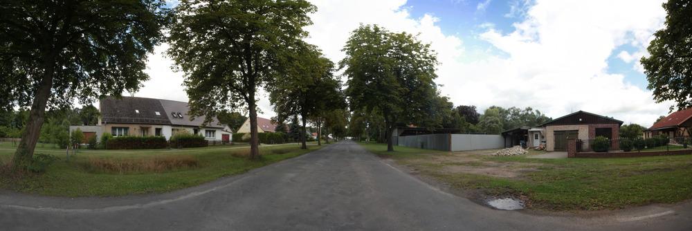 die Dorfstraße in Tornow