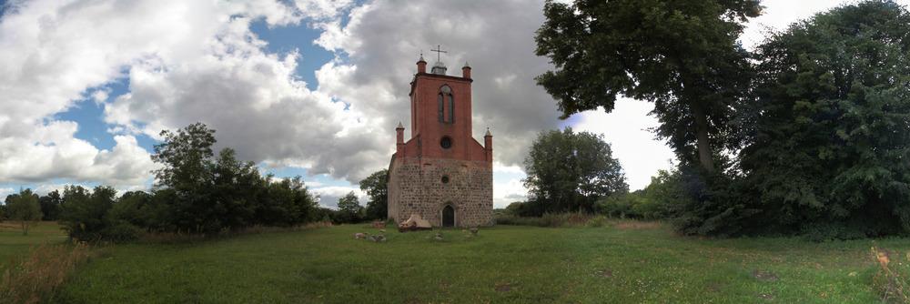 die alte Dorfkirche in Tornow