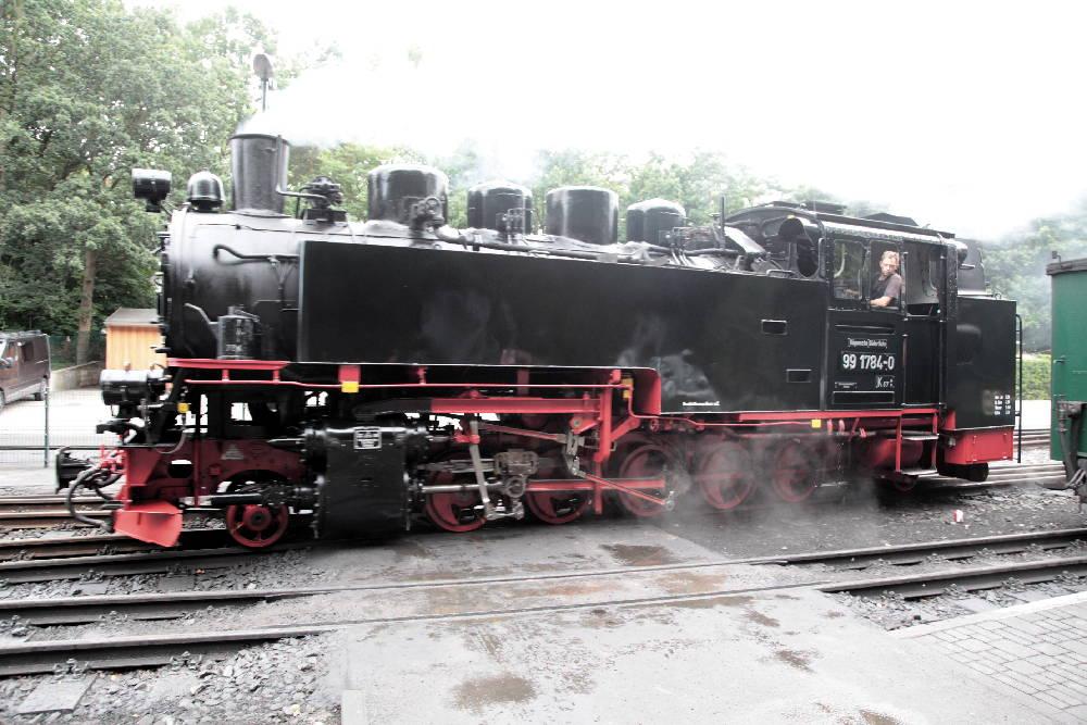 Die Lokomotive 'Rasender Roland' beim Umsetzen an die Zugspitze