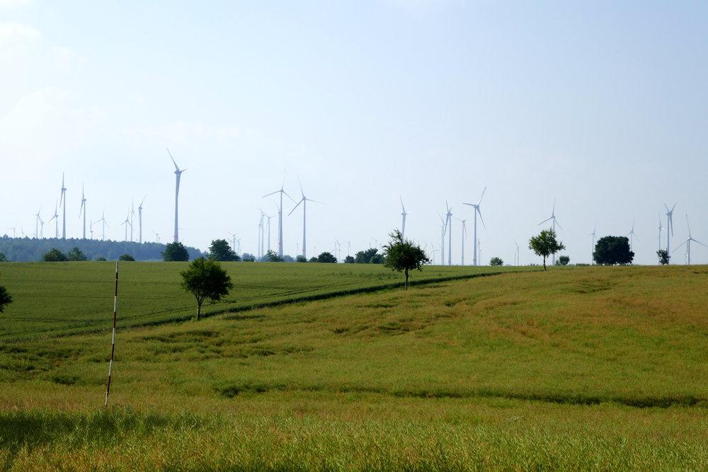 Windräder auf der 'Hochebene' des Weserberglands