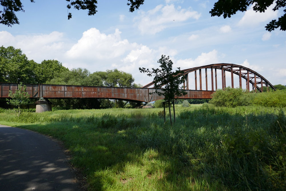 Noch eine Tote Eisenbahnbrücke Richtung Osten bei Höxter