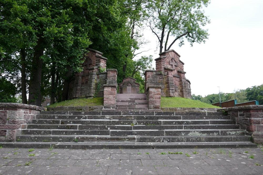 Renoviertes Weltkriegsdenkmal in Höxter