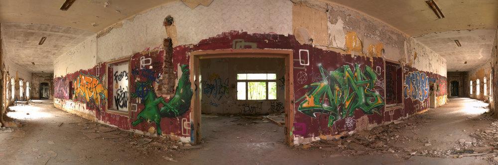 Flur mit Grafiti