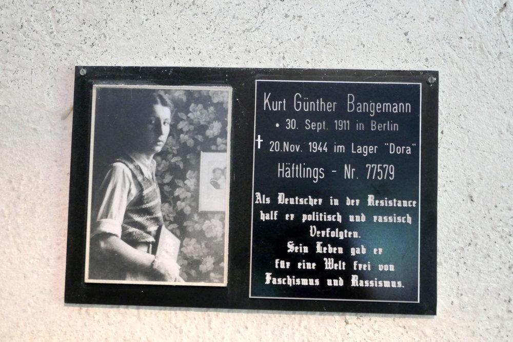 einer der Andenkentafeln im Krematorium