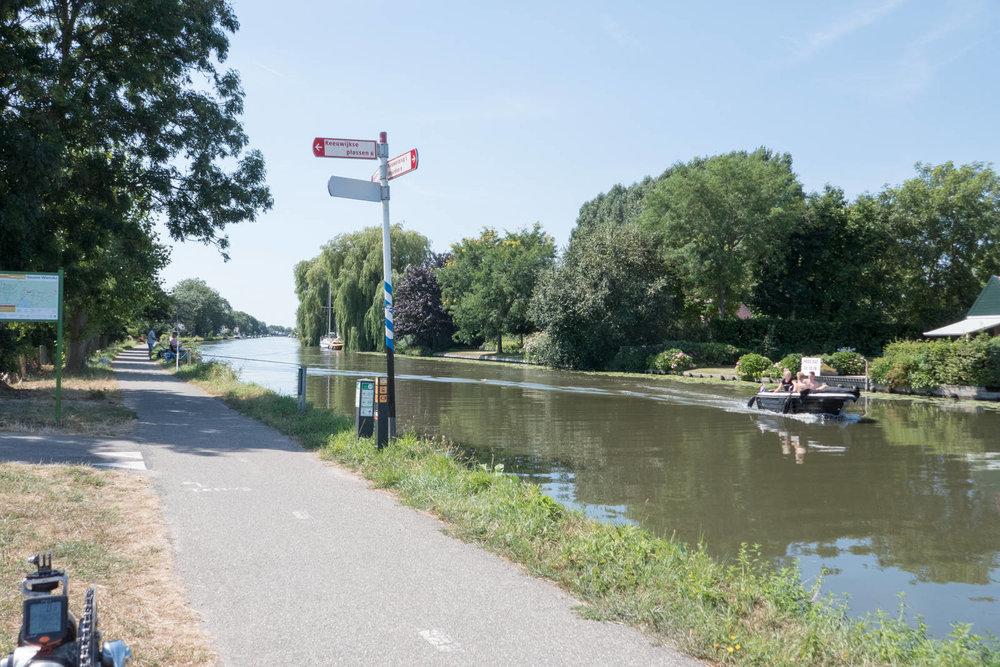 Der Radweg am alten Rhein