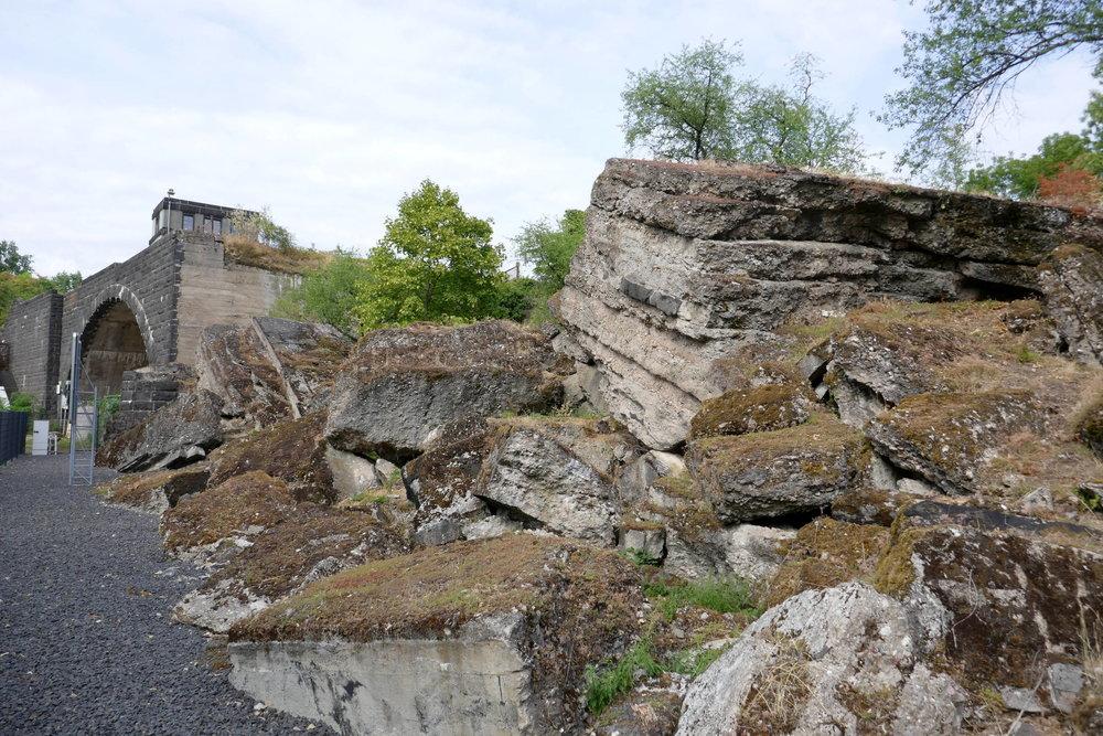 der zerstörte Brückenkopf der Hindenburgh-Brücke