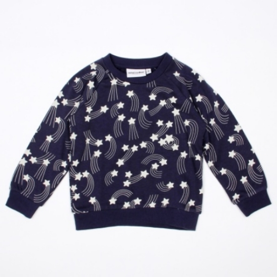 This  Star Sweatshirt from Mini Rodini is not only stylish and Unisex but it also has perfect comfort and fit with its super soft fabric.I love this cool brand Mini Rodini, which is also a favorite of celebrities and their Little Ones.
