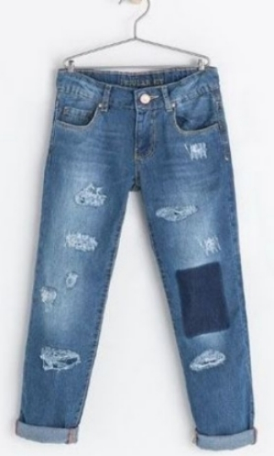 These  Zara RIPPED JEANS  have rips and knee patch; your little one will have just the right amount of swag with these jeans in her wardrobe this spring.