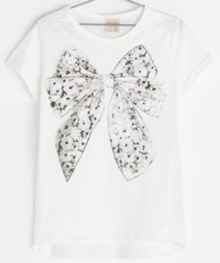 This Zara BOW PRINT T-SHIRT ($16.90) has an adorable Bow graphic at the front.  Your little girl will be pretty as a present in this T-Shirt.