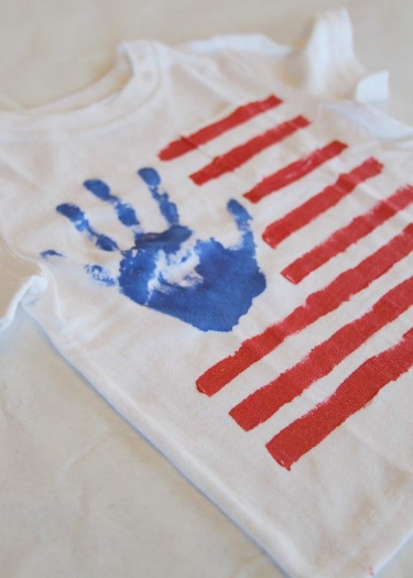 This  DIY JULY 4TH KID'S SHIRT  from  thestoribook.com  is an easy & fun craft to do.  I love that the blue portion of the flag is your child's handprint.  I'm going to make this 4th of July T-Shirt with Mario this year! There is an easy tutorial, on the website, to follow with photos and simple step by step directions.