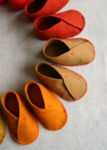 "DIY MOLLY'S SKETCHBOOK: FELT BABY SHOES from purlbee.com-  It is sweet to welcome a little one into the world with a thoughtful handmade gift, and these itty-bitty boots are perfect for just that. These DIY FELT BABY SHOES have the ""awww"" factor, and they are sure to be the 'hit' at any Baby Shower. There is a template and an easy to follow tutorial with photos to make these simple and cute DIY BABY SHOES."