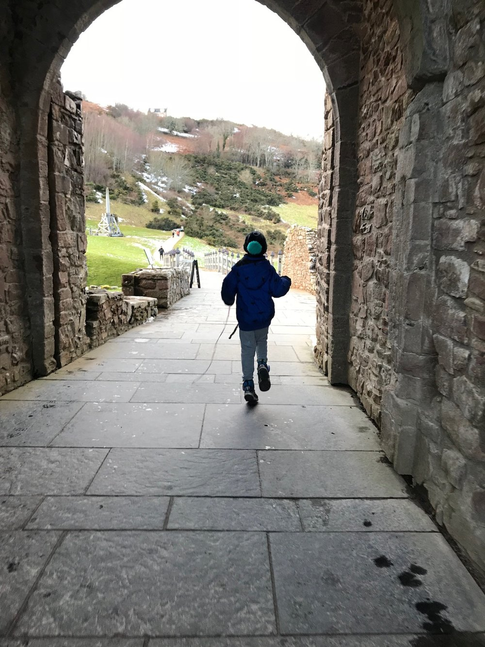 Mario at Urquhart Castle_12 | Petit-Swag.com