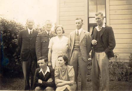 1940, Konini - the Smith family.jpg