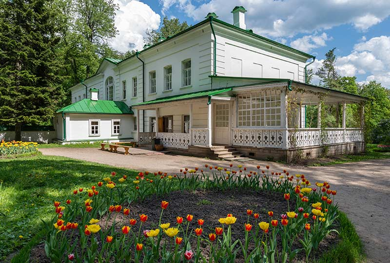 CR1902A-shutterstock-526435378-Yasnaya-Polyana-the-country-estate-of-Leo-Tolstoy-Tula-WEB.jpg
