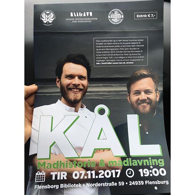 Tak til Flensborg for den flotteste KÅL-plakat vi har set til dato - og for et forrygende fremmøde til vores foredrag om kål i går aftes #kålbogen #sydforægræns