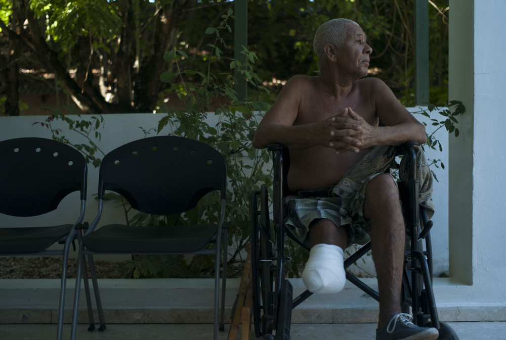 A diabetic amputee waits for his appointment,  Paraiso, Dominican Republic.