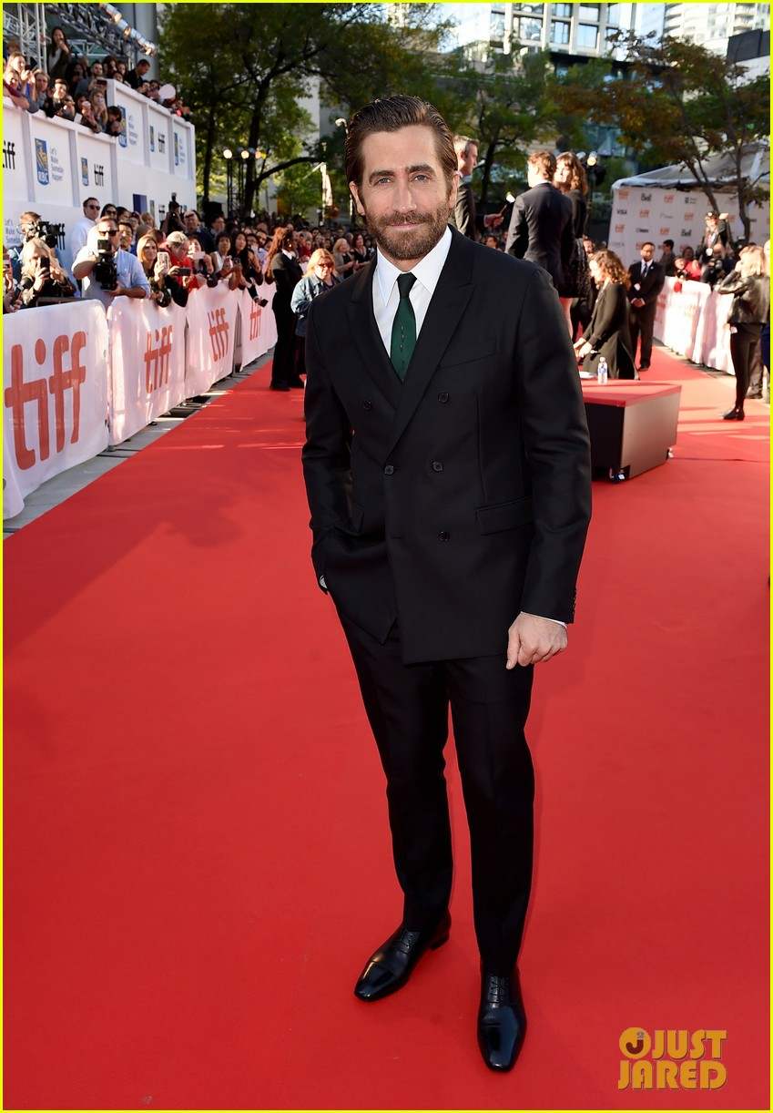 Jake Gyllenhaal wearing vintage tie via TTV.