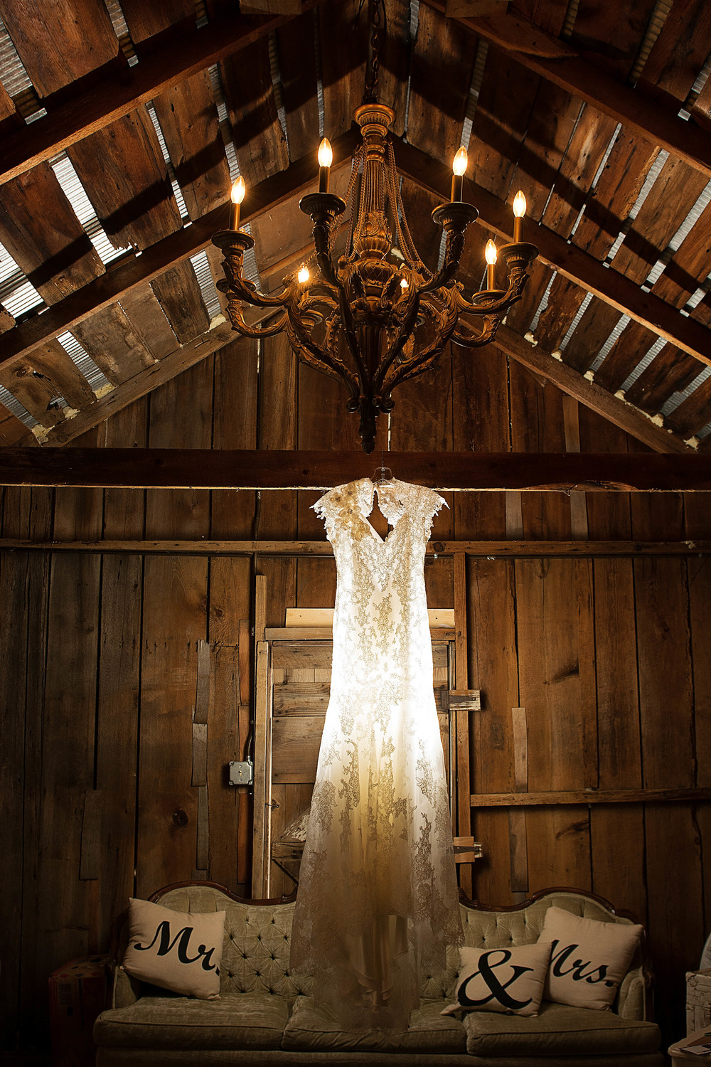 Milestone Barn Mid Michigan Wedding Photographer