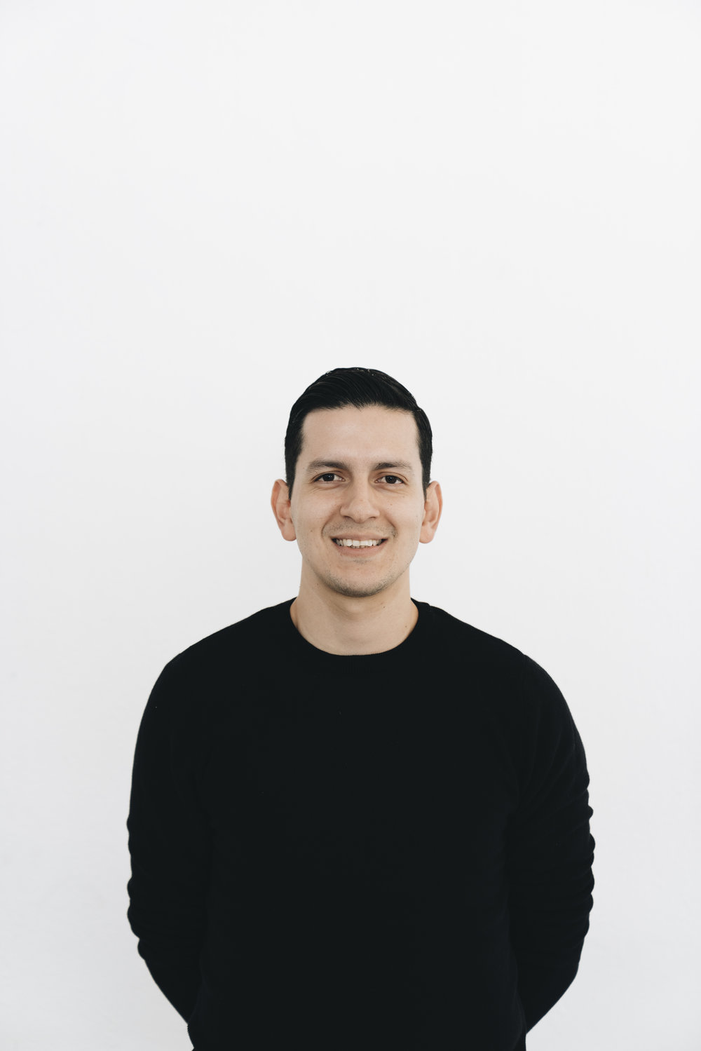 Alejandro Hernández  Senior Designer   @aalexgh90