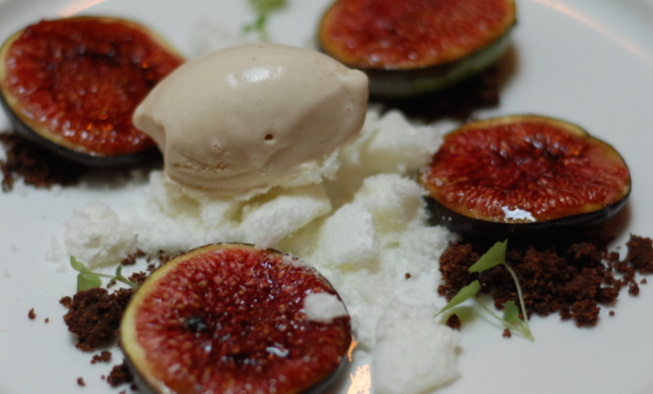 Porte 12 fig meringues hazelnut ice cream