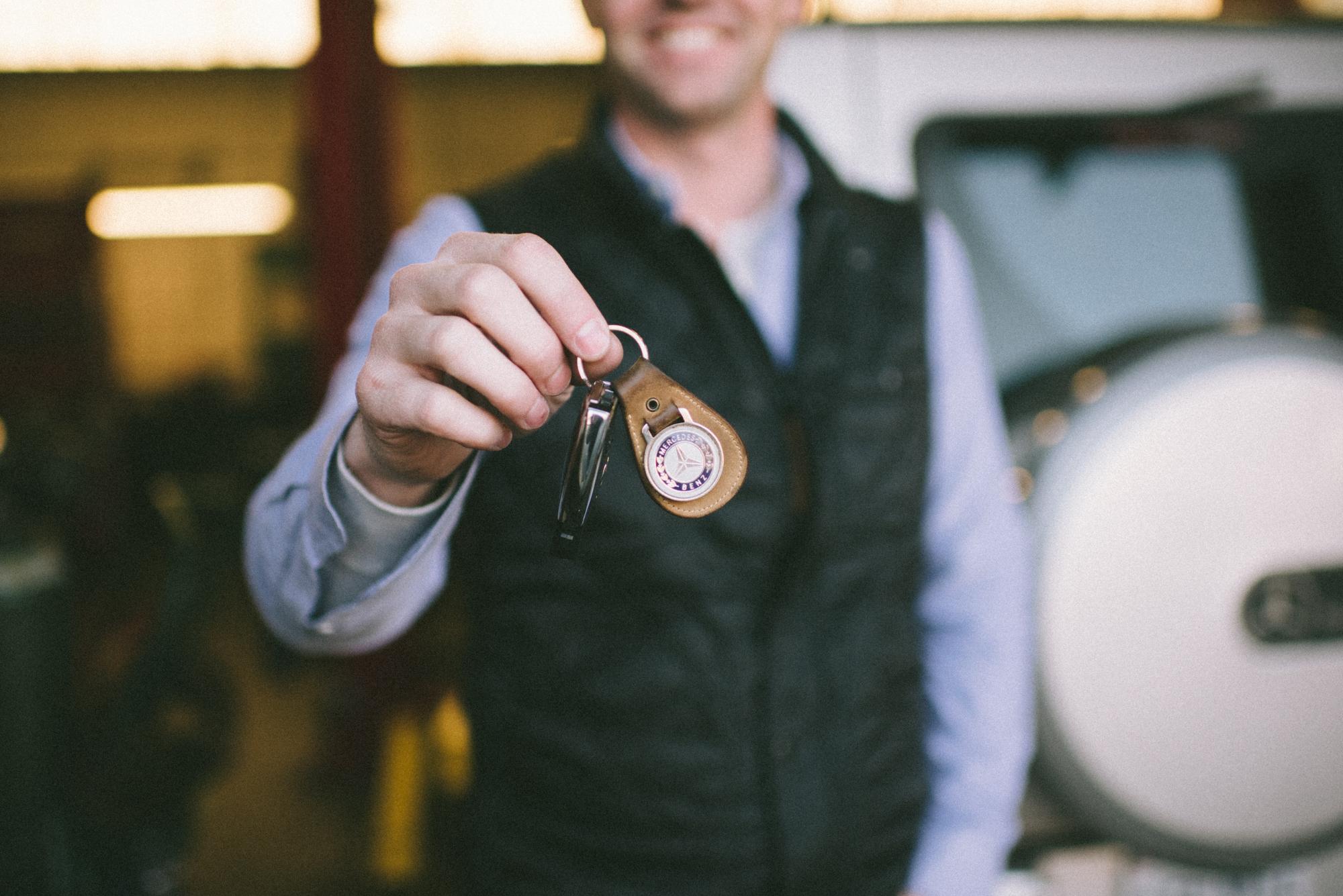Genuine Mercedes-Benz Stabilizer Bar Bushing 124-323-38-85