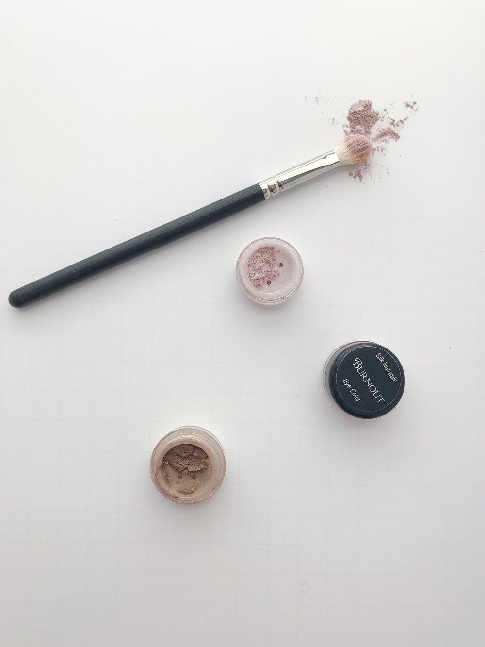silk-naturals-natural-eyeshadow-review.JPG