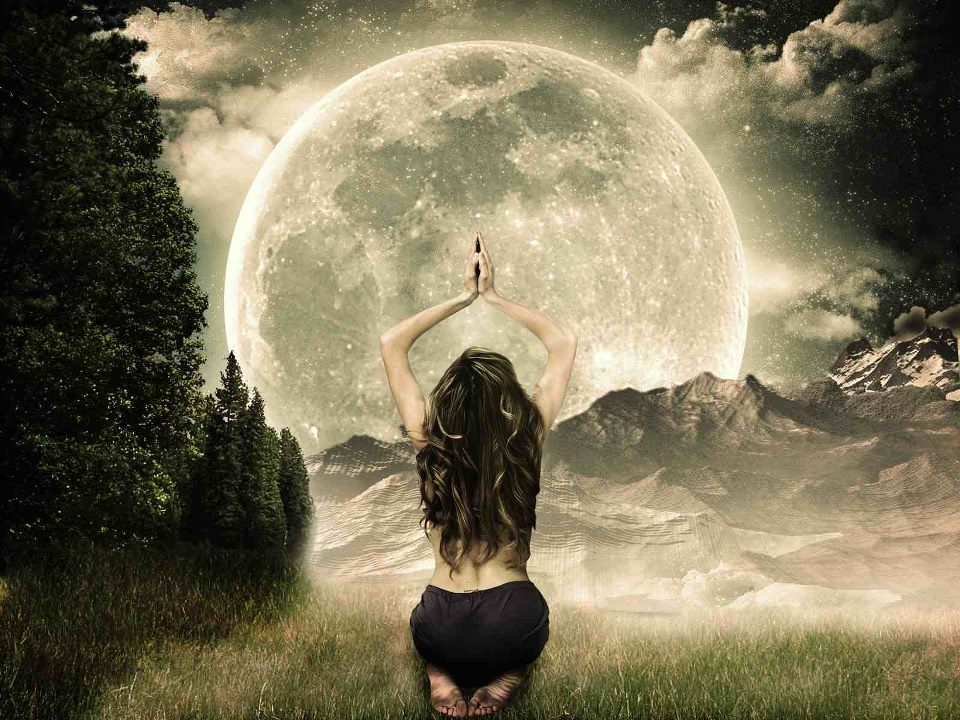 Full moon and cancer woman