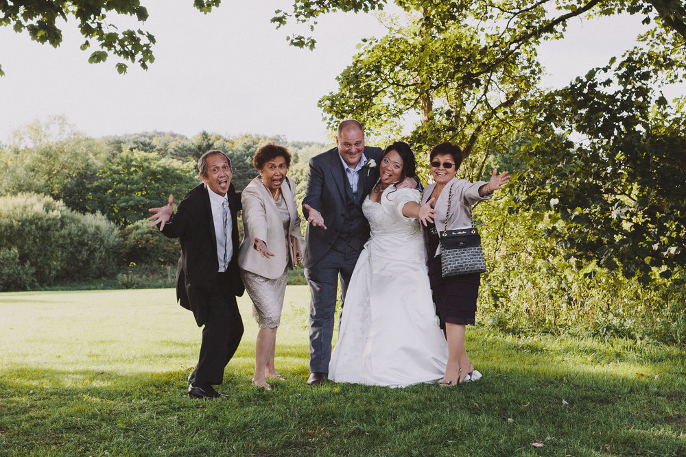 Tada! There you have my thoughts and ideas for organising group shots at your alternative wedding. Be like Yoko and Stuart and do your own thing!