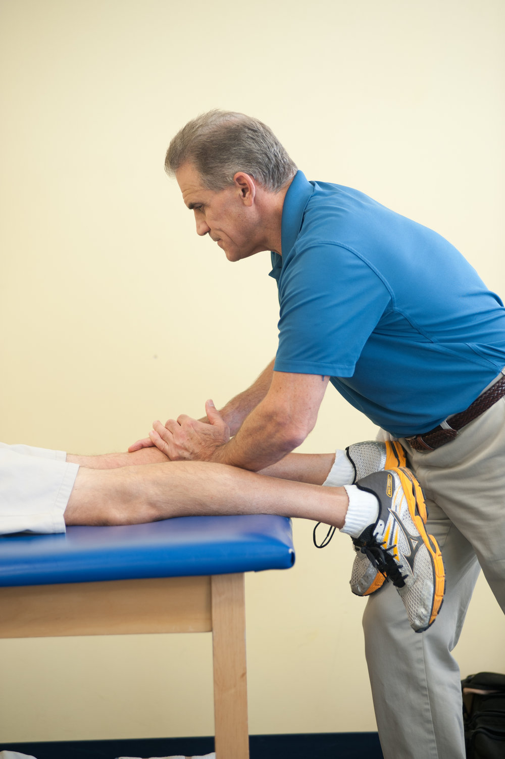 Clinical Director and Senior Physical Therapist,Bob Cairo, working with a running patient.