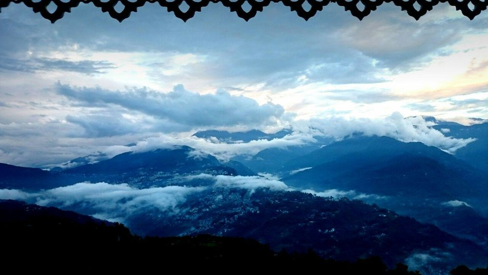 @gaby heatley. Agradezco a Gaby Heatley esta hermosa fotografía de la vista desde su ventana al amanecer, en Sikkin, entre Nepal y Butan.