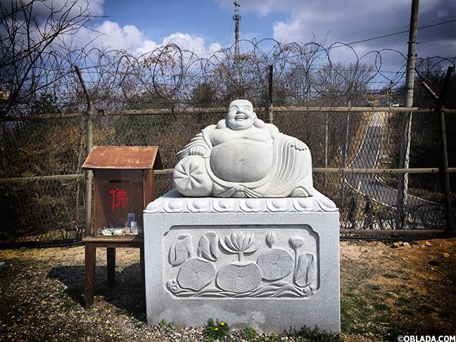 Buddhist statuary at the Dora Observatory (©Deborah Clague/Oblada.com)