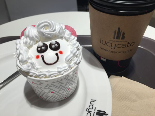 Cute food is on-trend in Korea. This is a cupcake. (©Deborah Clague/Oblada.com)